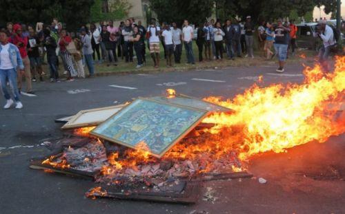 Protestors burning art on 16 February 2016 at UCT.